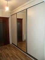 Шкаф в классическом стиле с резными элементами