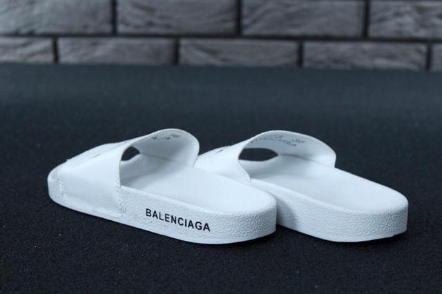 Сланцы Balenciaga белого цвета фото