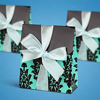 Бонбоньерка на свадьбу в виде зеленой коробочки с бантом