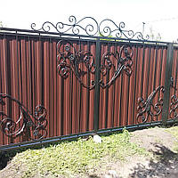 Ворота металлические из профлиста и элементами ковки.