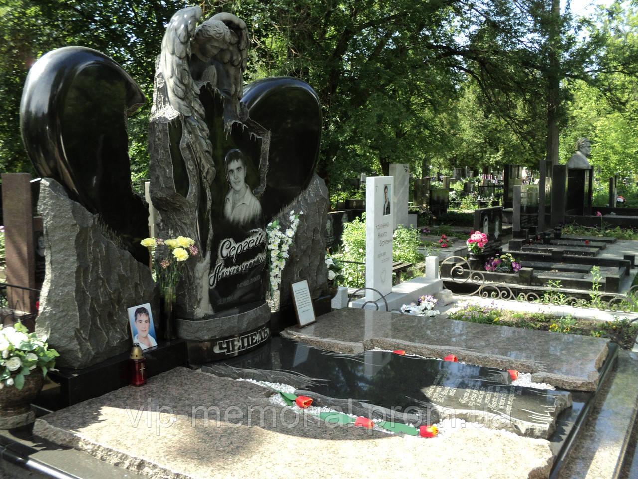 Скульптура на кладбище С-3