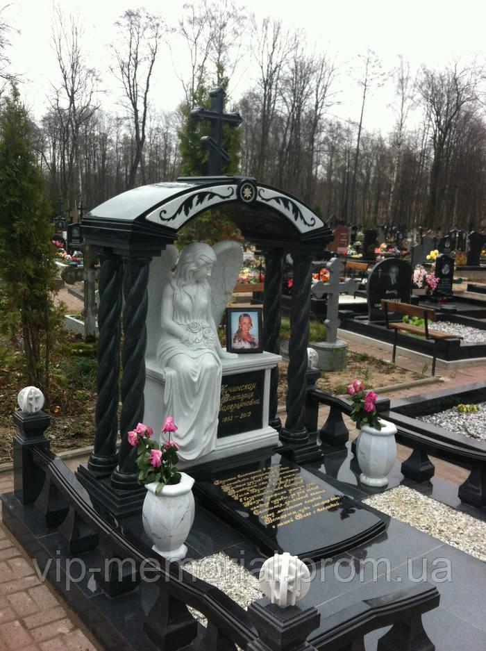 Скульптура на кладбище С-8