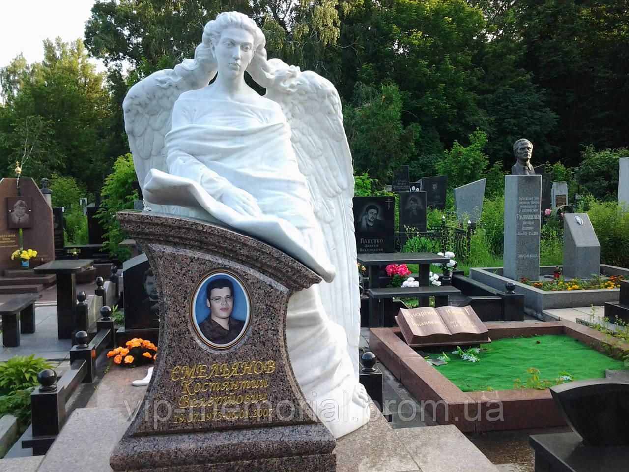 Скульптура на кладбище С-11
