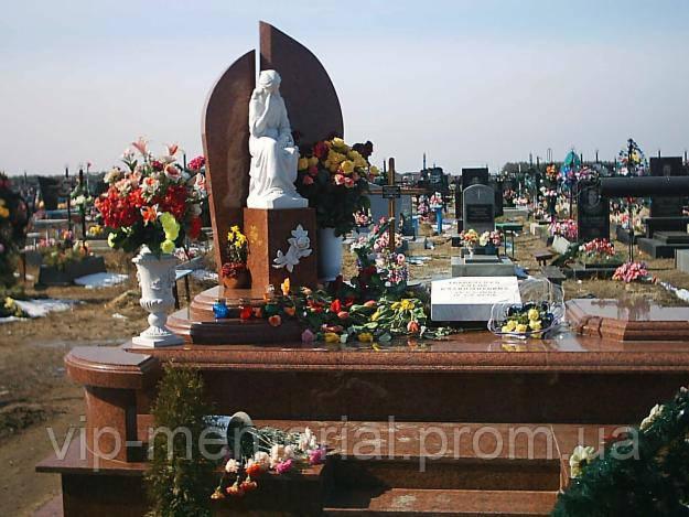 Скульптура на кладбище С-14