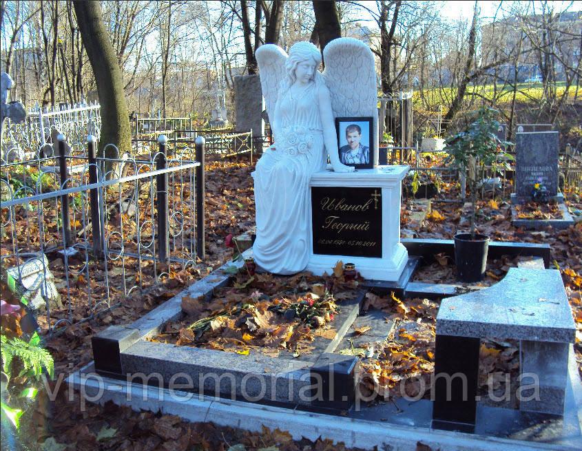 Скульптура на кладбище С-15
