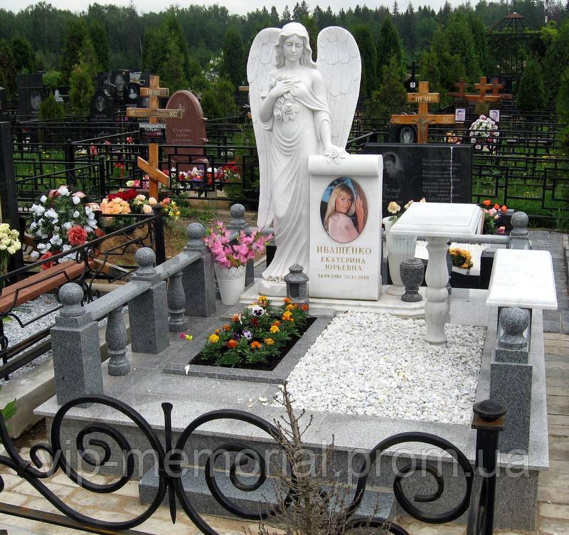 Скульптура на кладбище С-19