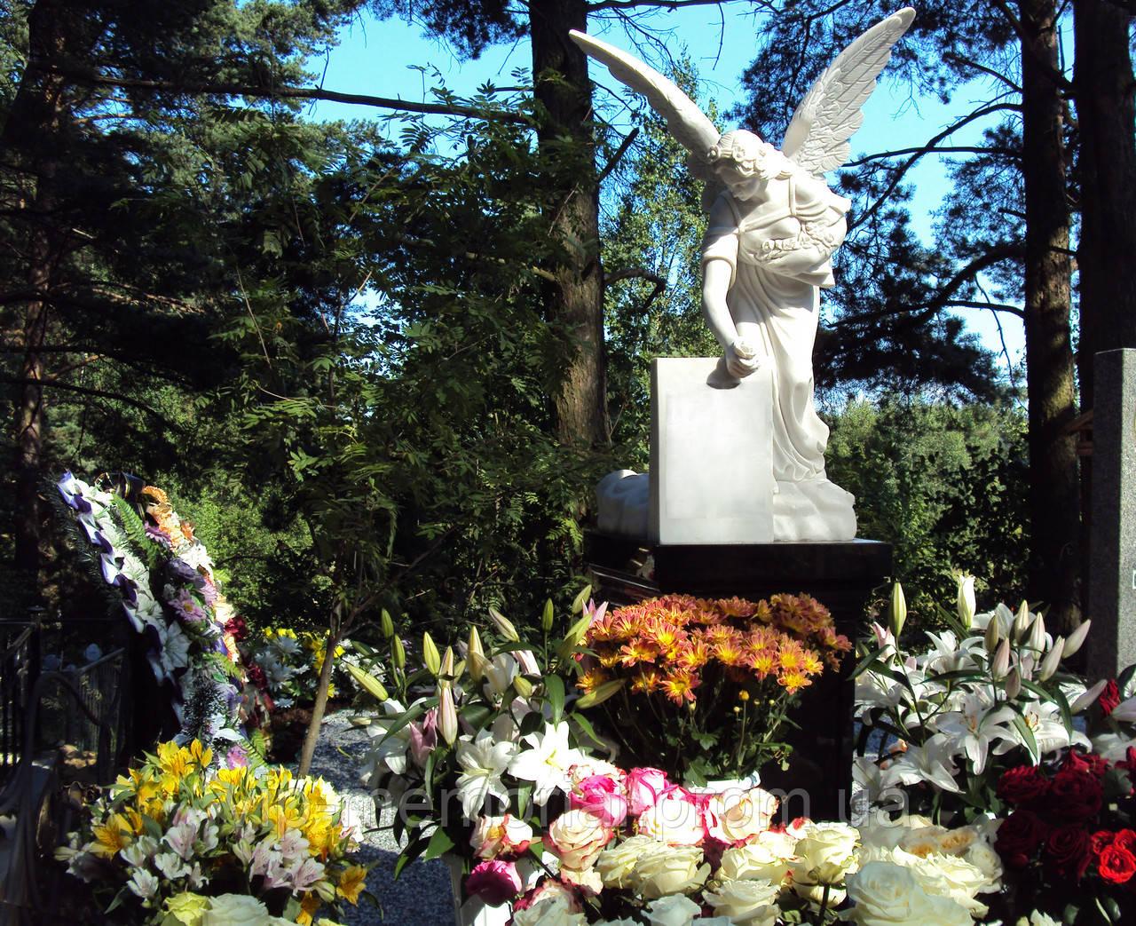 Скульптура на кладбище С-20