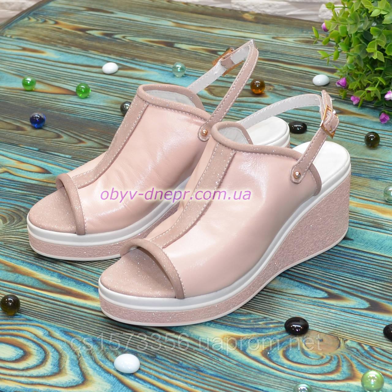 Босоножки женские кожаные на платформе, цвет пудра