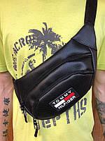 Поясная сумка черная в стиле Tommy Hilfiger, 2 отделения (Бананка), из пресс кожи, банан, трендовая сумка