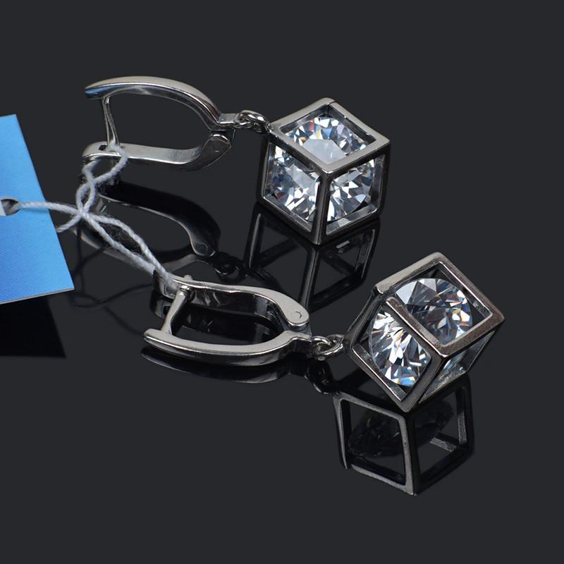 Серебряные серьги-подвески кубики с с фианитом