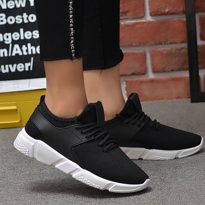 Стильні чоловічі кросівки. Модель 712