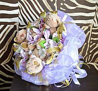 Букет с игрушками мишками и конфетами