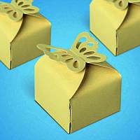 Бонбоньерка на свадьбу в виде коробочки с бабочками в золотистых тонах