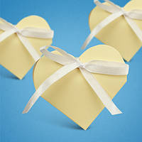 Бонбоньерка на свадьбу в виде сердца в золотистых тонах