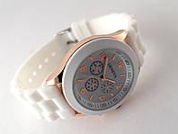 Женские часы GENEVA - белые на силиконовом ремешке