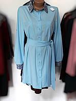 Женское стильное голубое платье-рубашка с принтом змеи на воротнике и манжетах
