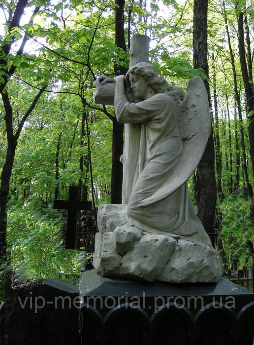 Скульптура на кладбище С-69