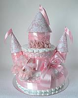 Замок из памперсов новорожденной принцессе с пинетками и повязкой