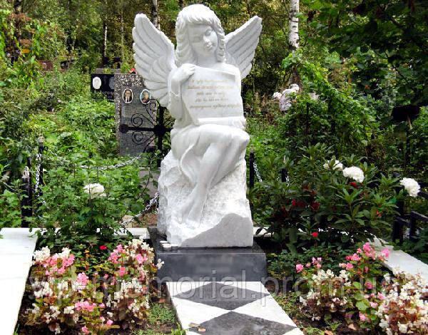 Скульптура на кладбище С-74