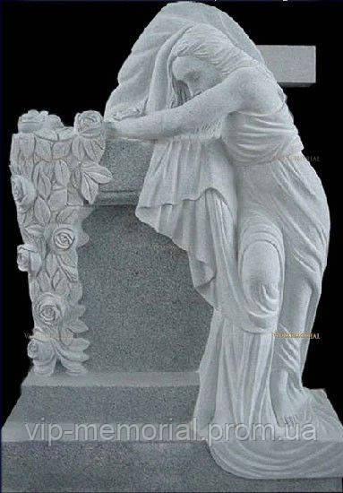Скульптура на кладбище С-104