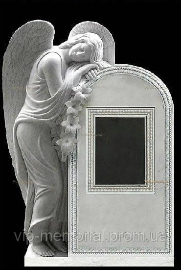 Скульптура на кладбище С-105