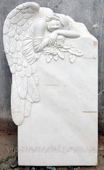 Скульптура на кладбище С-107