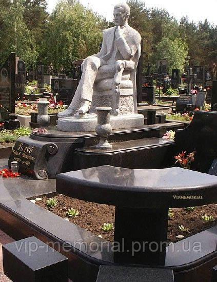 Скульптура на кладбище С-149