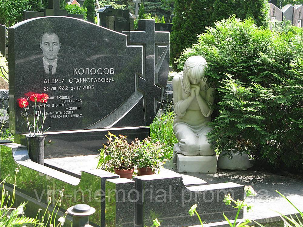 Скульптура на кладбище С-152