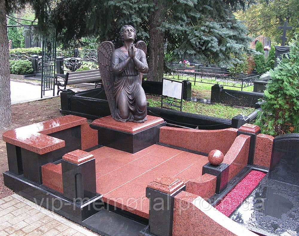 Скульптура на кладбище С-153