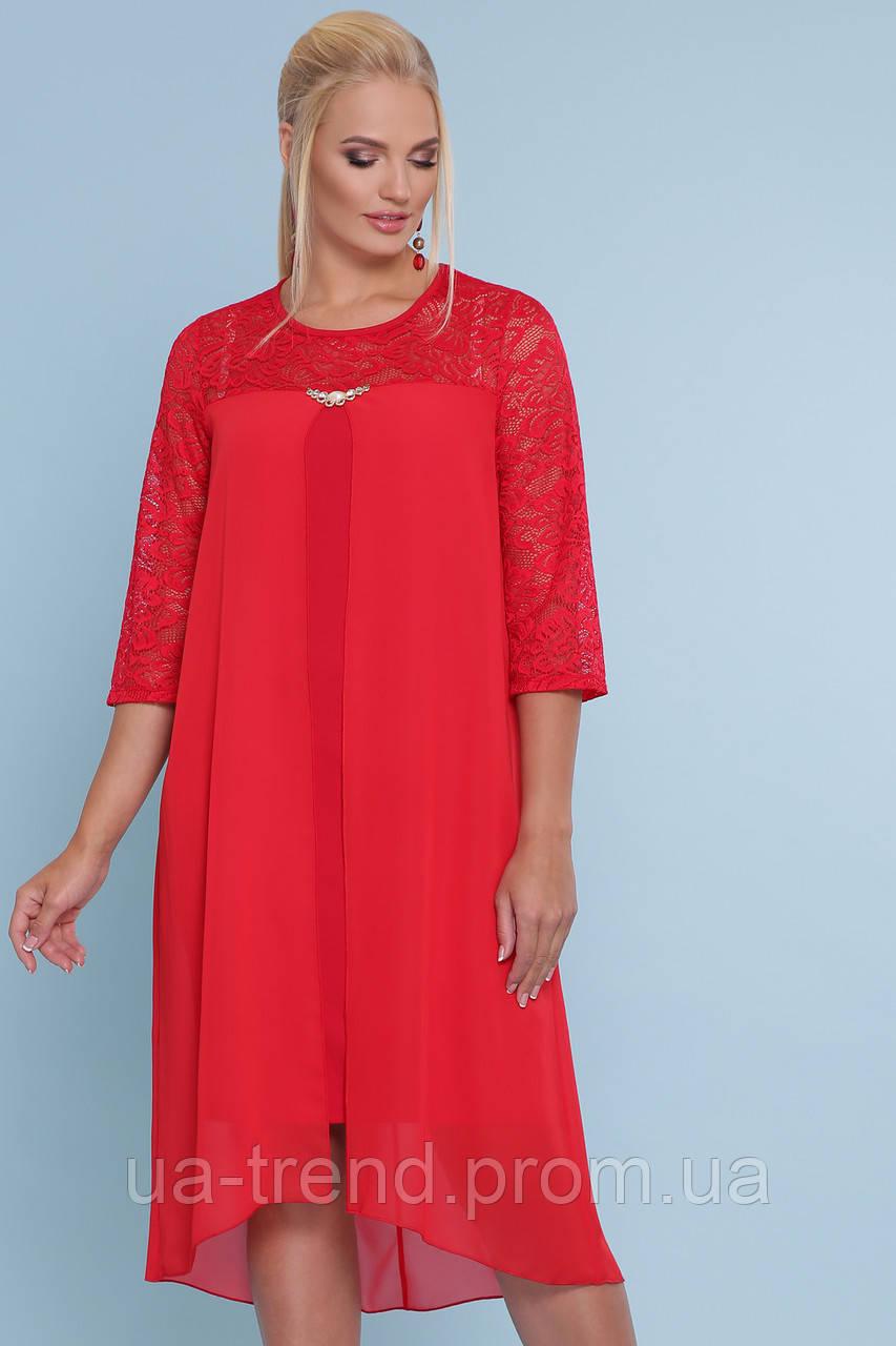Нарядное платье красного цвета с гипюром батал