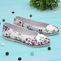 Туфли-балетки женские кожаные с заостренным носком, цвет белый с цветочным принтом