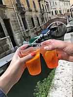 Анастасия:  «Сториз моей подружки переполнены красивыми видами и ярким оранжевым коктейлем Aperol - его ещё называют Венецианский спритц, ведь он очень популярен в качестве аперитива в Венеции.»