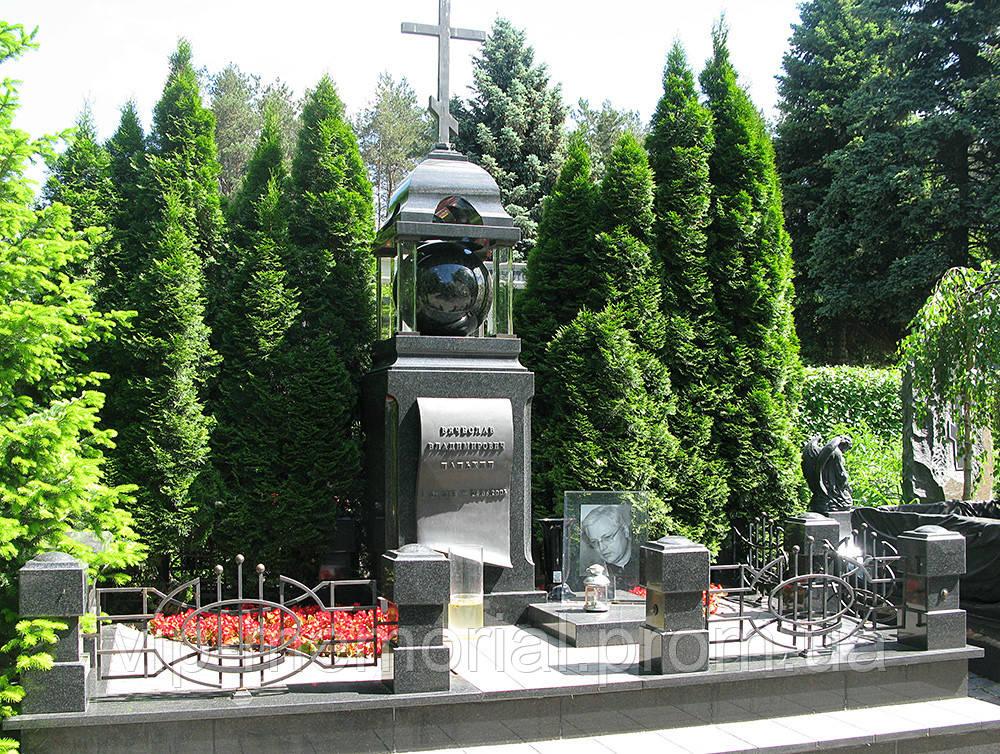Памятник гранитный Г-73