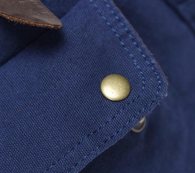 Синий рюкзак макро