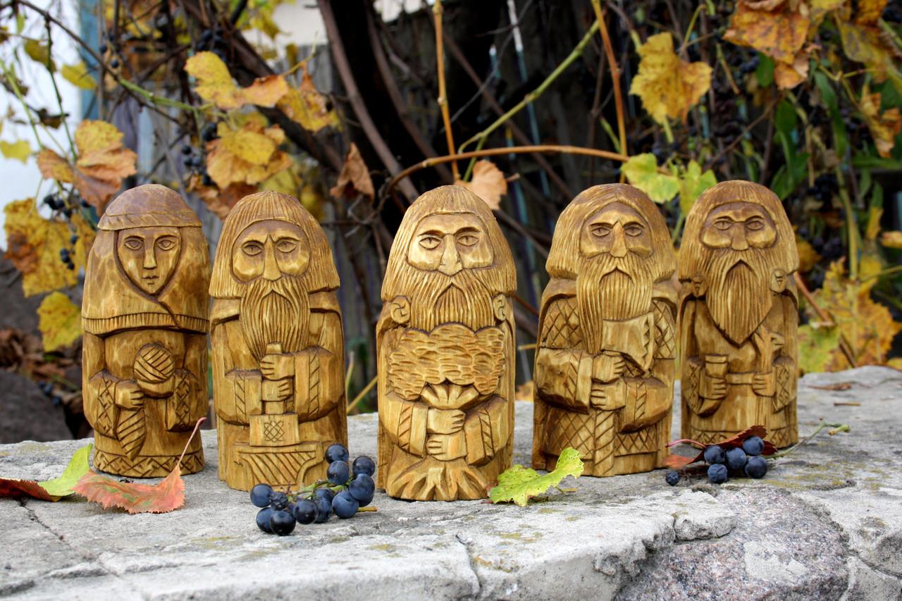 Статуетка-ідол словянських богів, вирізані з дерева