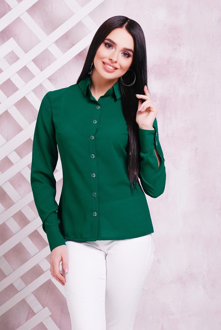 Классическая женская блузка бутылочного цвета с длинным рукавом с подворотом