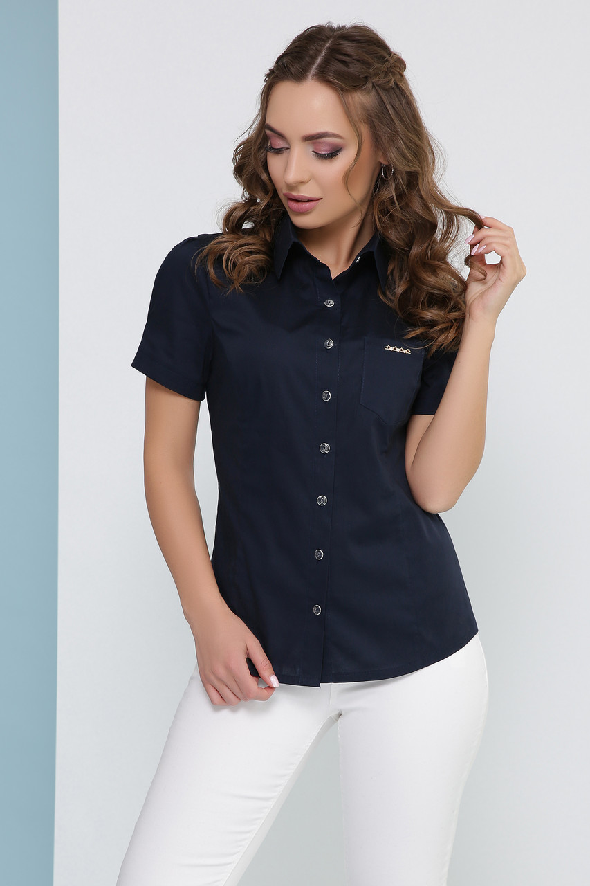 Легкая женская однотонная блузка с короткими рукавами и карманом цвет синий