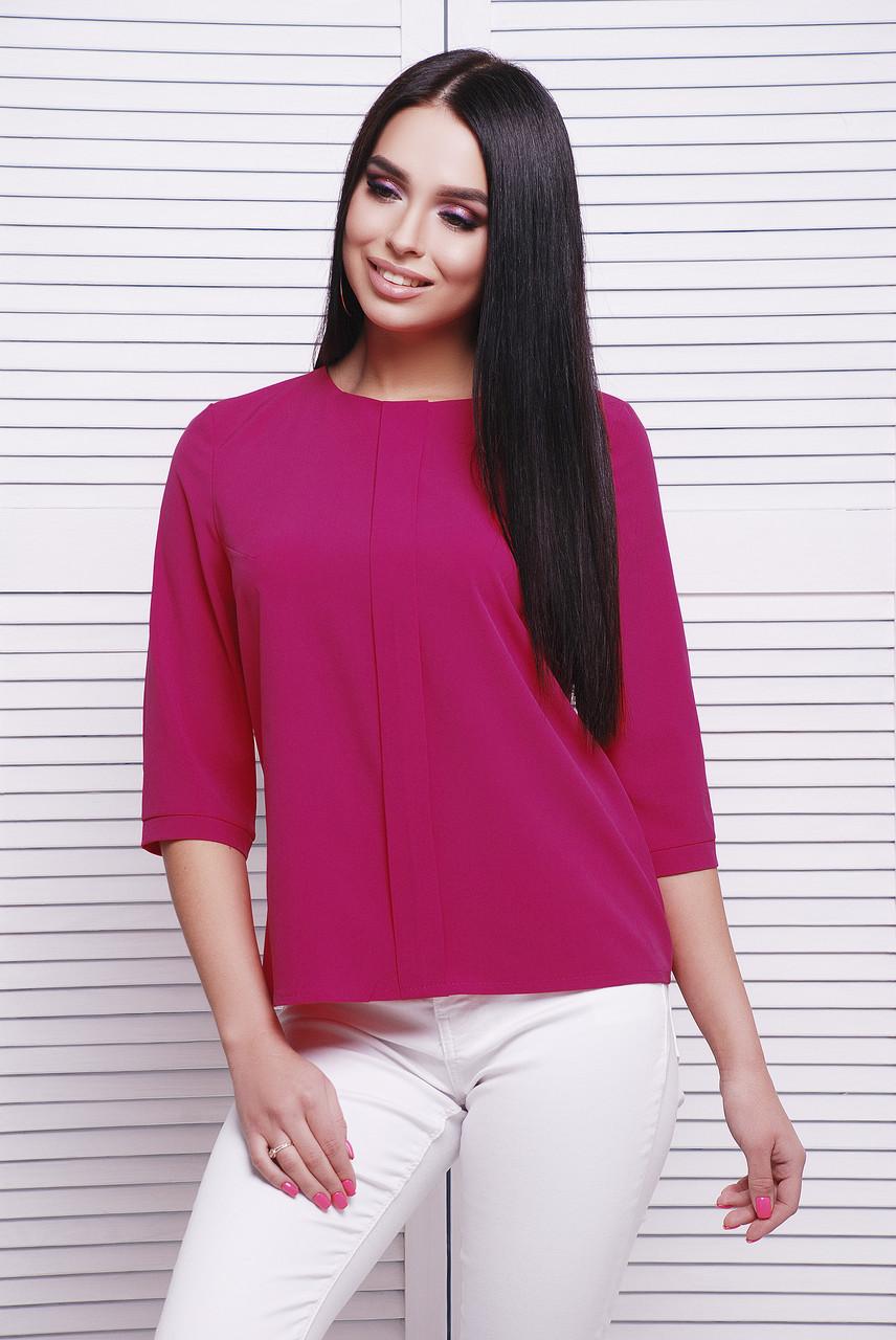 Яркая женская блузка с центральной планкой и рукавами три четверти цвет малиновый