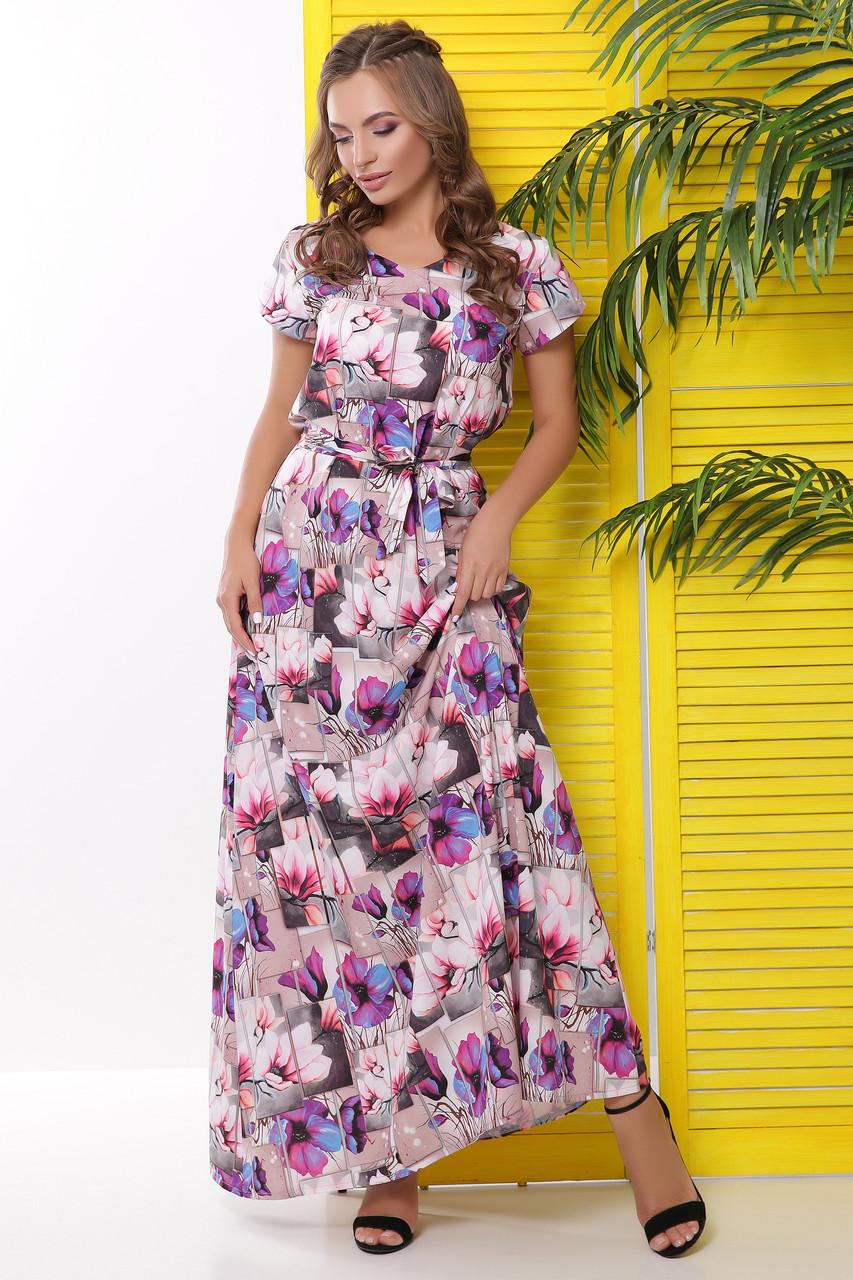 Длинное платье с цветочными узорами и короткими рукавами