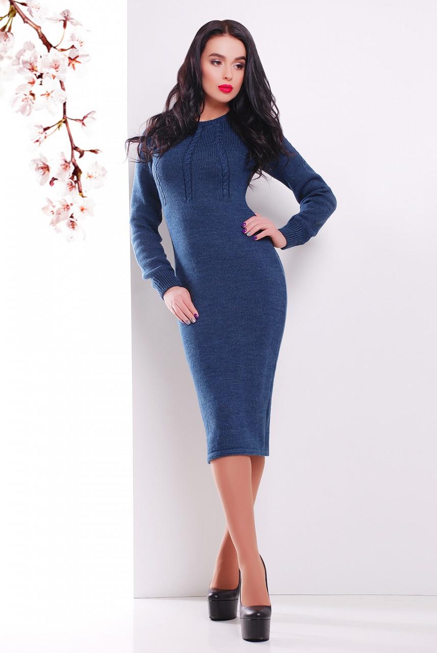 Темно-синее вязаное платье облегающего кроя с длинными рукавами