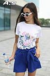 Женский модный костюм: футболка с принтами и шорты с поясом (в расцветках), фото 9