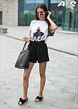 Женский модный костюм: футболка с принтами и шорты с поясом (в расцветках), фото 3