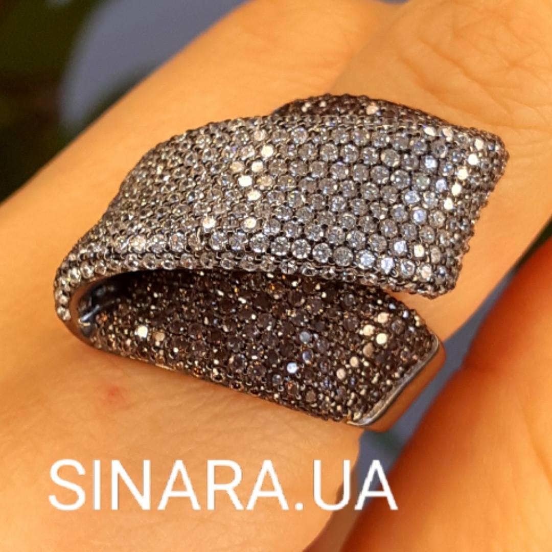 Эксклюзивное серебряное кольцо с коньячными фианитами и черным родием