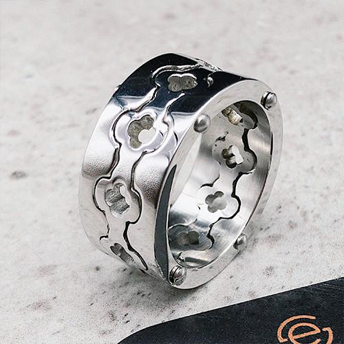 Кольцо из медицинской стали женское с фигурным рисунком 10 мм 129738