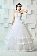 Свадебное платье с атласными лентами и цветами