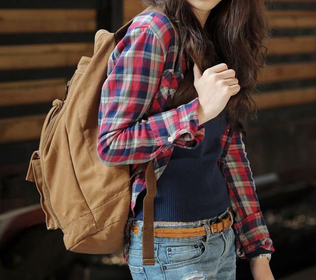 Девушка с рюкзаком-торбой