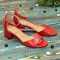Босоножки женские кожаные на невысоком каблуке, цвет красный, фото 1