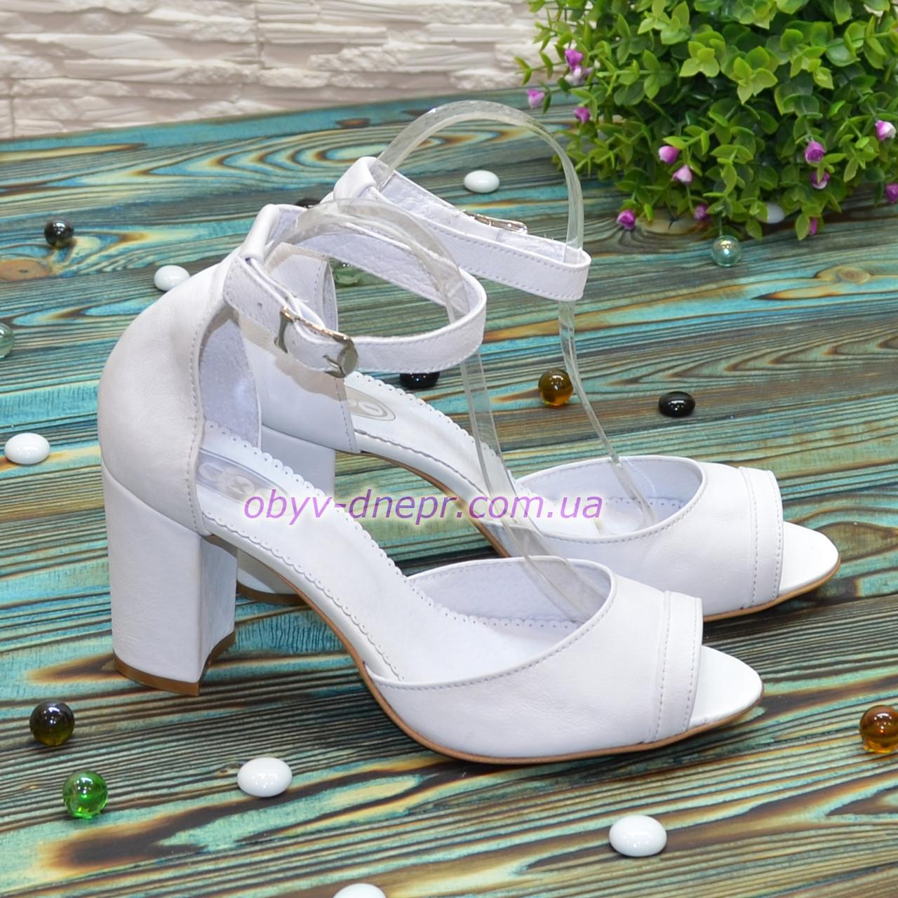 Босоножки женские кожаные на высоком устойчивом каблуке, цвет белый
