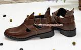 Туфли кожаные на низком ходу, декорированы ремешком. Цвет коричневый, фото 2
