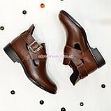 Туфли кожаные на низком ходу, декорированы ремешком. Цвет коричневый, фото 4